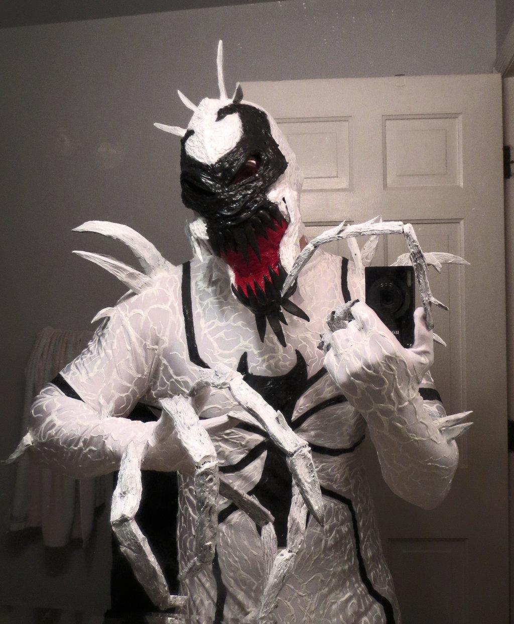 anti_venom_cosplay_by_symbiote_x-d797ppu
