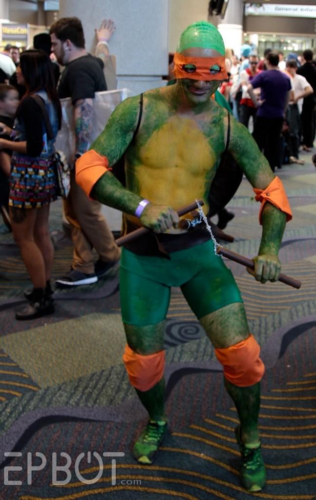 cosplay-tmnt-michelangelo-bodypaint1-647x1024