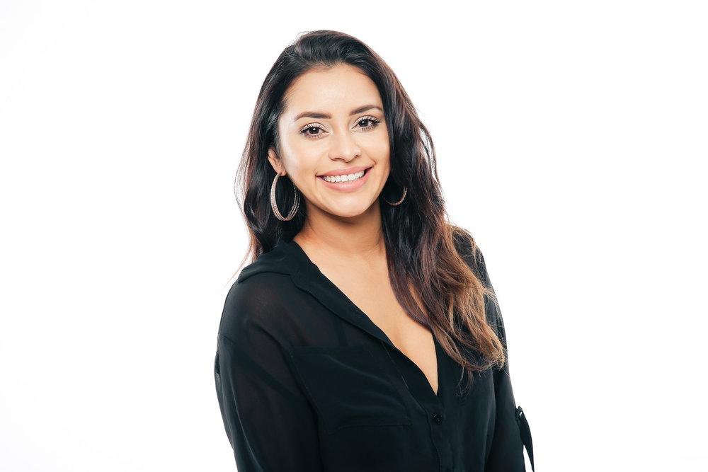 Ashley Alcarez- JUNIOR STYLIST/ MASTER LASHISTA