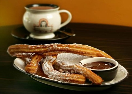 spain_cook_churros.jpg