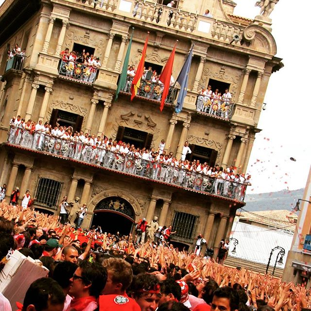 It all starts here on July 6th! Chupinazo the opening celebrations of the San Fermin Fiesta. Come and Run with the Bulls in 2017 🐃 We have a few amazing packages still available! www.runningwiththebullsinsidertours.com  #runningwiththebulls #openingceremony #party #bestever #bucketlist #todo #ontour #insidermoments #onceinalifetime #insidermoments