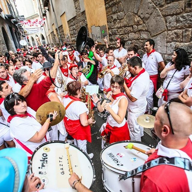 The Spanish know how to throw a party and San Fermin Fiesta is one of the best! We still have opening packages available. So come and Run with the Bulls in 2017! 🐃 www.runningwiththebullsinsidertours.com  #runningwiththebulls #sanfermin #party #streetparty #ontour #dancinginthestreet #drinks #beer #sangria #letsparty #bucketlist #travel #adventures #holiday #vacation