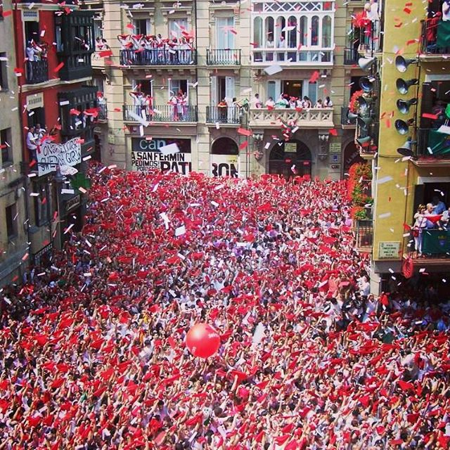 Running with the Bulls.... We can take you there! Our fun packages make it easy for you to have the time of your life at the San Fermin Festival 🐃 www.runningwiththebullsinsidertours.com  #runningwiththebulls #sanfermin #spain🇪🇸 #funtimes #party #bucketlist #adventure #travel #newthings #onceinalifetime #bachelorparty #itstime #justdoit #epic