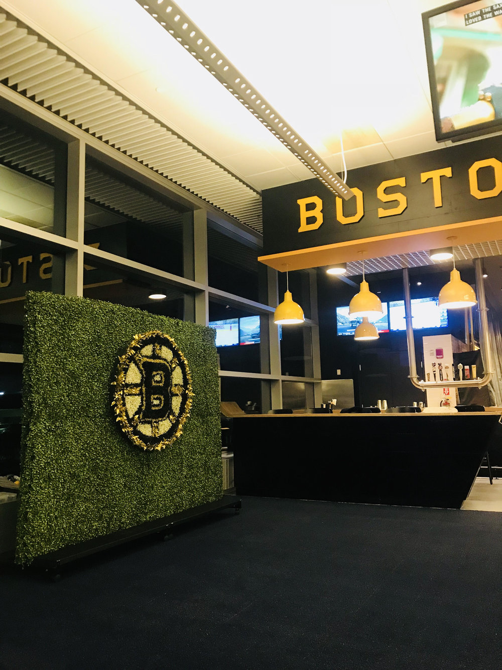Boston Bruins  - 8x8 Green Wall with Custom Floral Logo containing hundreds of florals