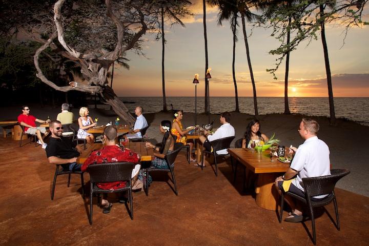 LavaLavaBeachClub_Diners.jpg