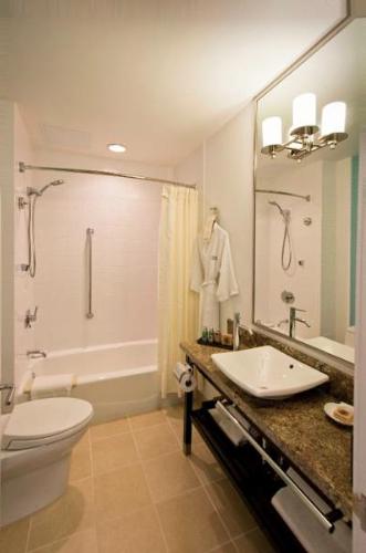 New Otani Hotel Bathroom.png