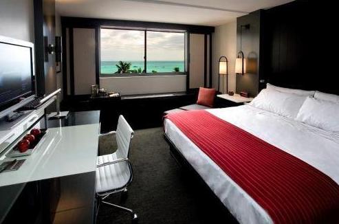 Hotel Renew Waikiki guestroom.png