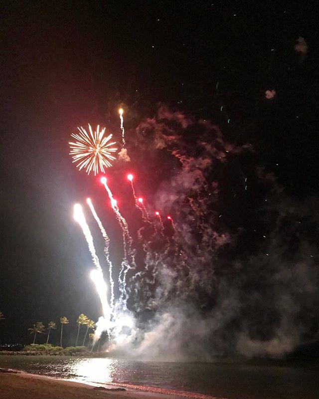 💥 . . . #atthekahala #fireworks #hfwf17 #lethawaiihappen #oahu #hawaii