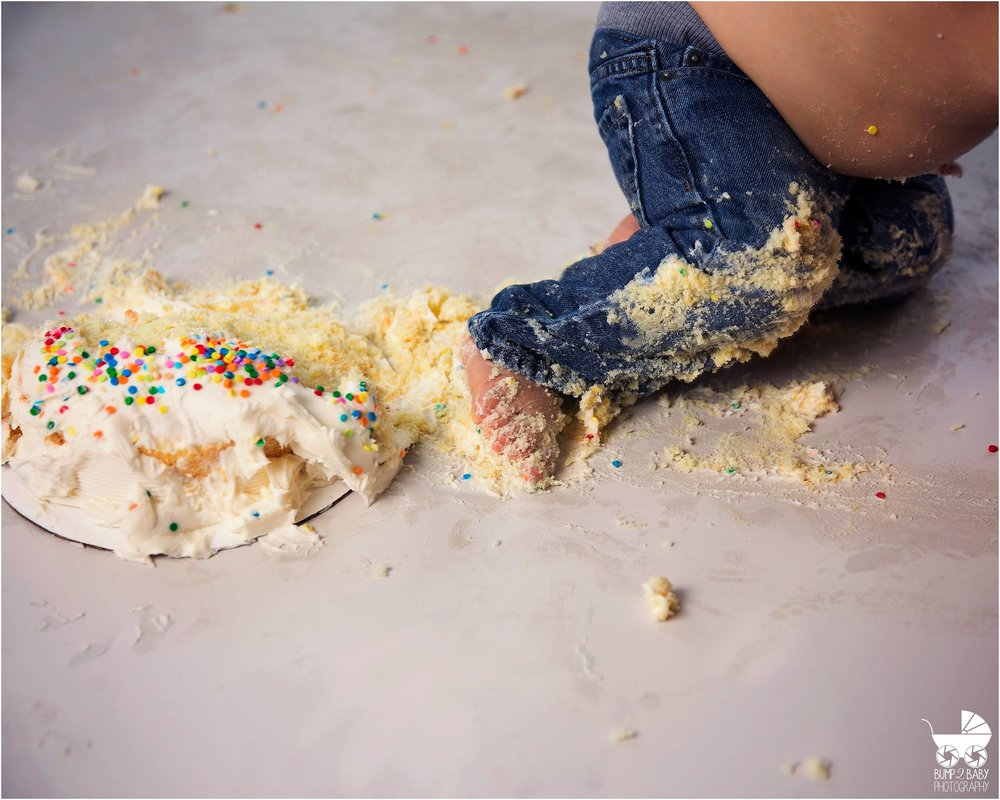 Cake_smash_session_baby_boy_Blue_themed_leg_in_cake.jpg
