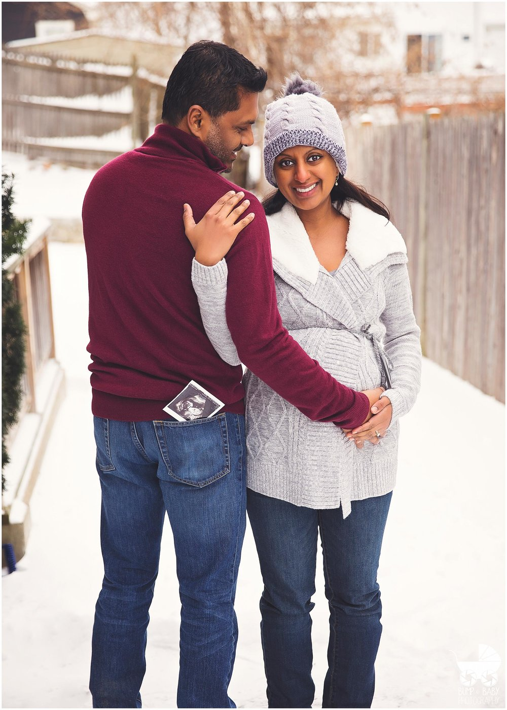 Maternity-Session-outdoor-in-snow.jpg