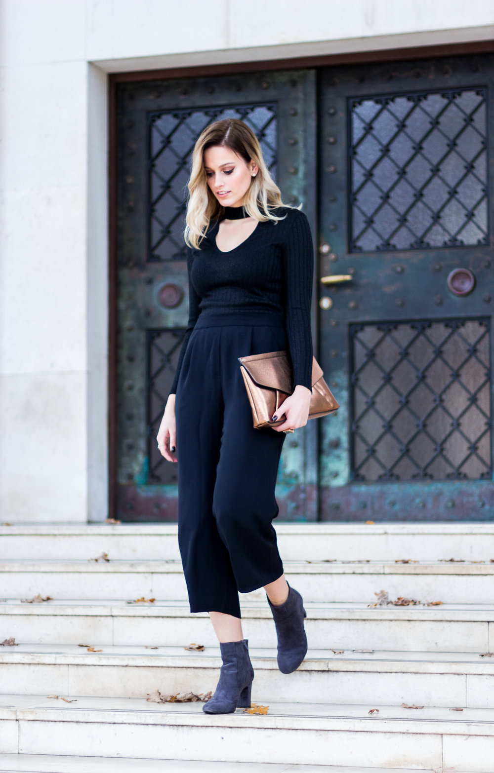 mainstream chic all black