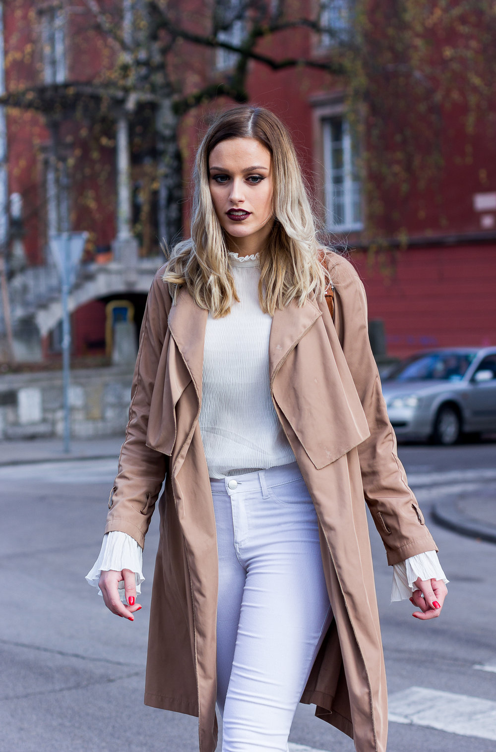 mainstream chic street style neutral
