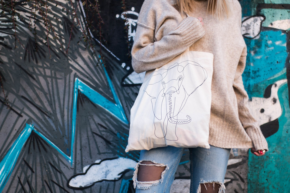 mainstream chic tote bag