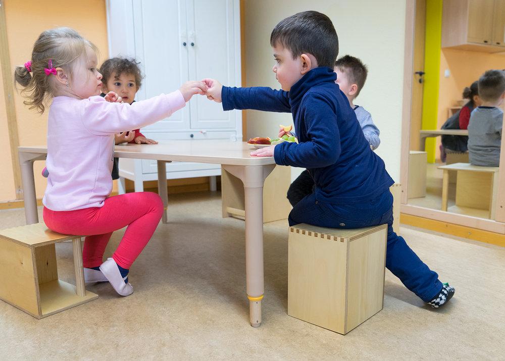 Tisch Krippe höhenverstellbar-Tisch Kita höhenverstellbar 01.jpg