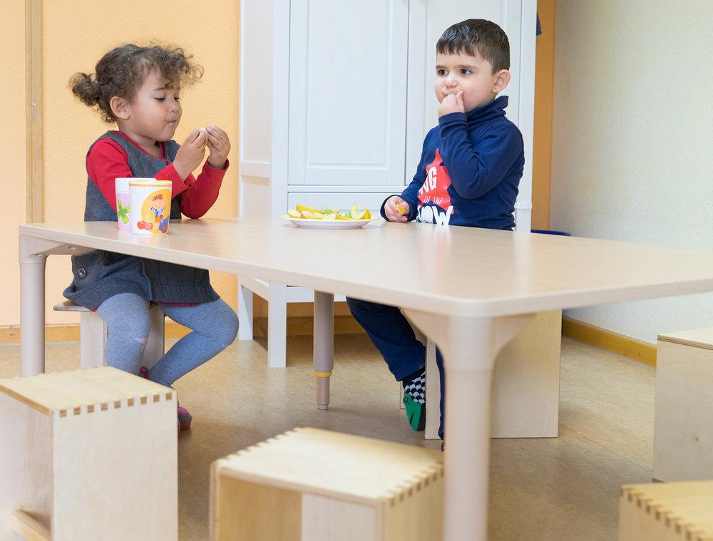 Tisch Krippe höhenverstellbar-Tisch Kita höhenverstellbar 04.jpg