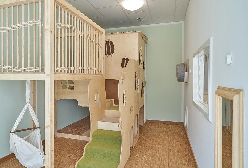 Hamburg, Neue Mitte Altona, Moete, Kita Sandvika, Krippe, U3, Kita, Kindergarten, Kindertagesstätte, Schlafpodest, Krippe 03-13.jpg