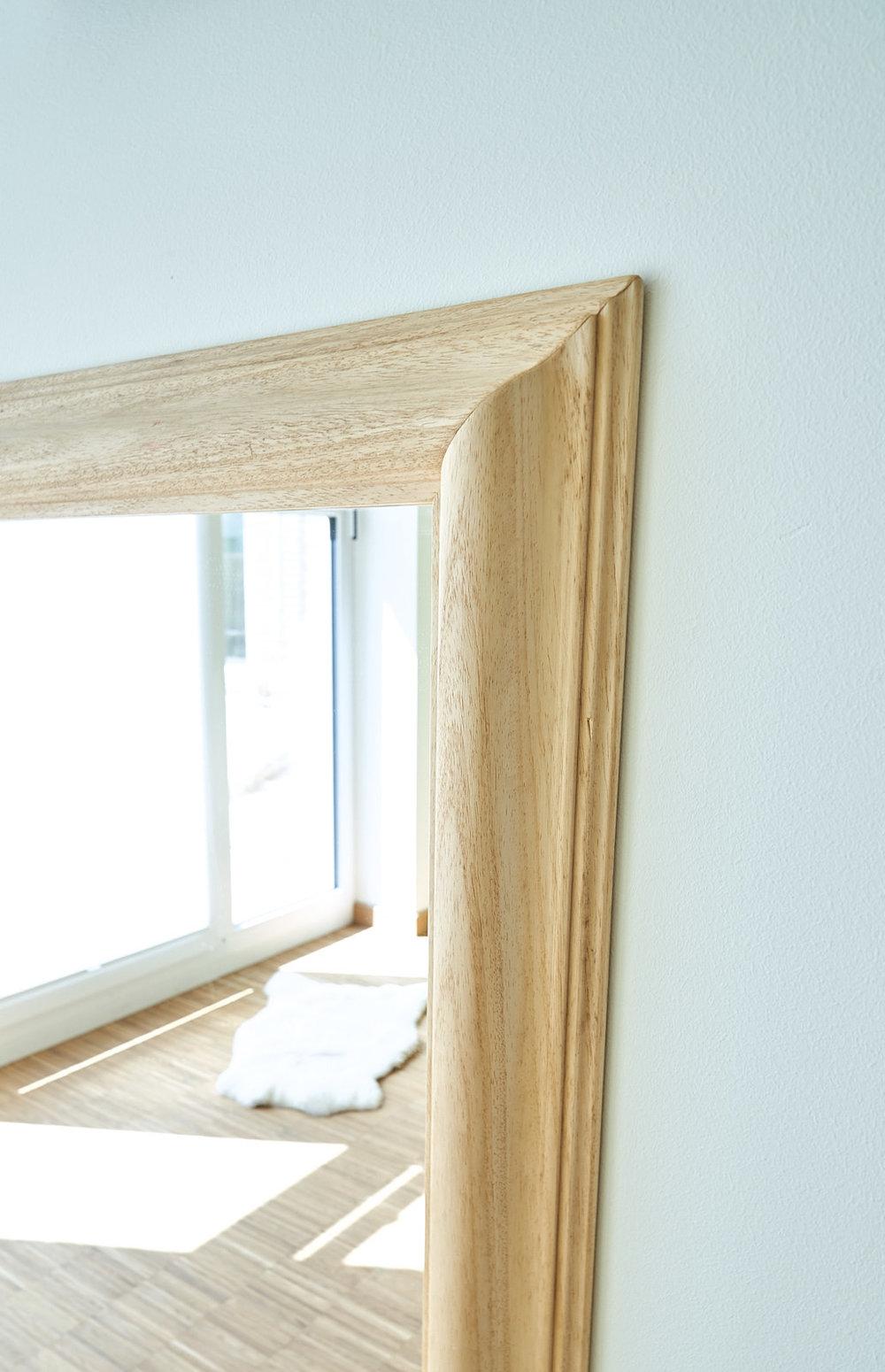 Spiegel mit Handlauf 02.jpg