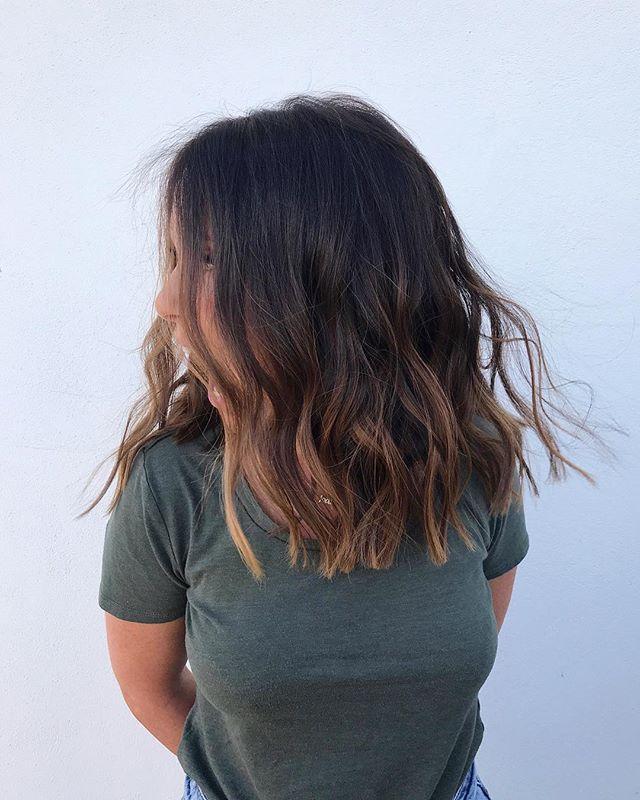 ʙᴀɴᴋ ʜᴏʟɪᴅᴀʏ ᴡᴇᴇᴋᴇɴᴅ ɪs ʜᴇʀᴇ 🙌🏻 • • #hairstyle #mane #ghdhair #waves #foliage #hairinspo #beachy #holiday #festival #style #oribe #ouia #hairaddict #wavy #midi #wanted #weekend #hair #ghd #trend #efforless #girlie #yes #bumbleandbumble
