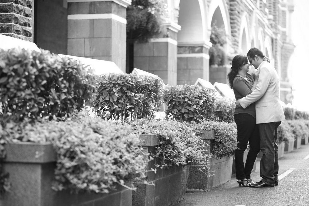 mumbai-engagement-session-into-candid-photography-rh-06.jpg