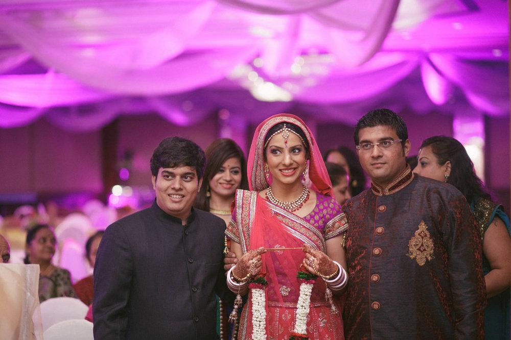 hindu-wedding-mumbai-into-candid-photography-dk-20.jpg