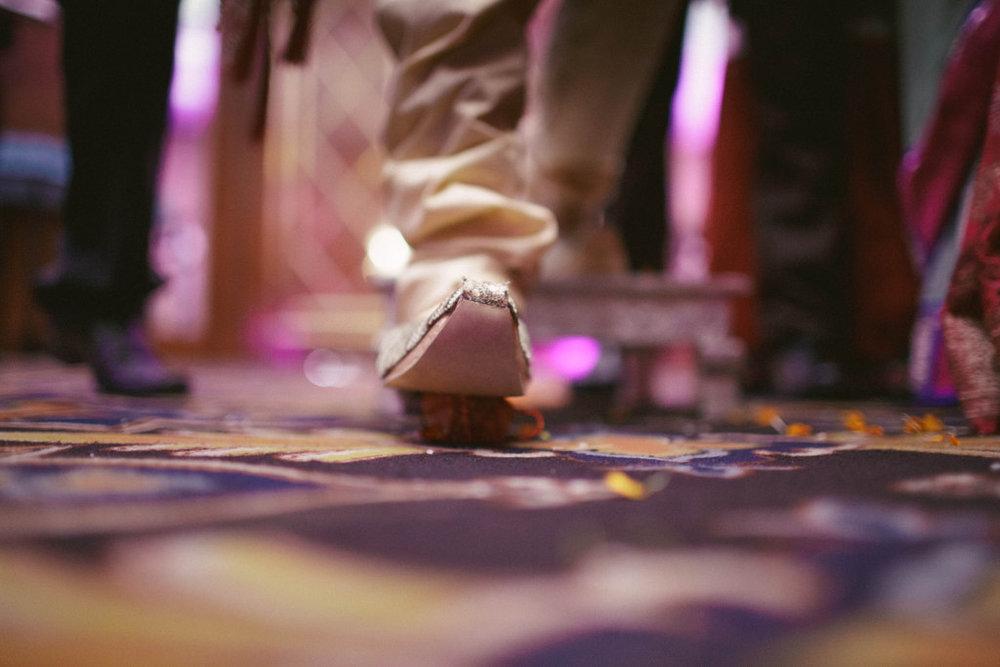 hindu-wedding-mumbai-into-candid-photography-dk-22.jpg
