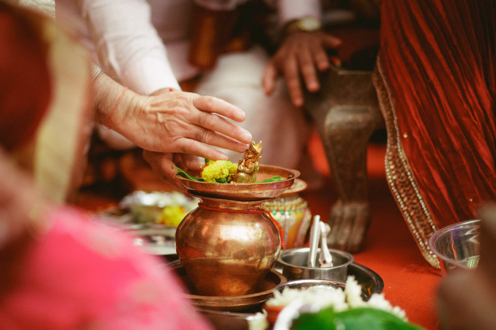 hindu-wedding-mumbai-into-candid-photography-dk-23.jpg