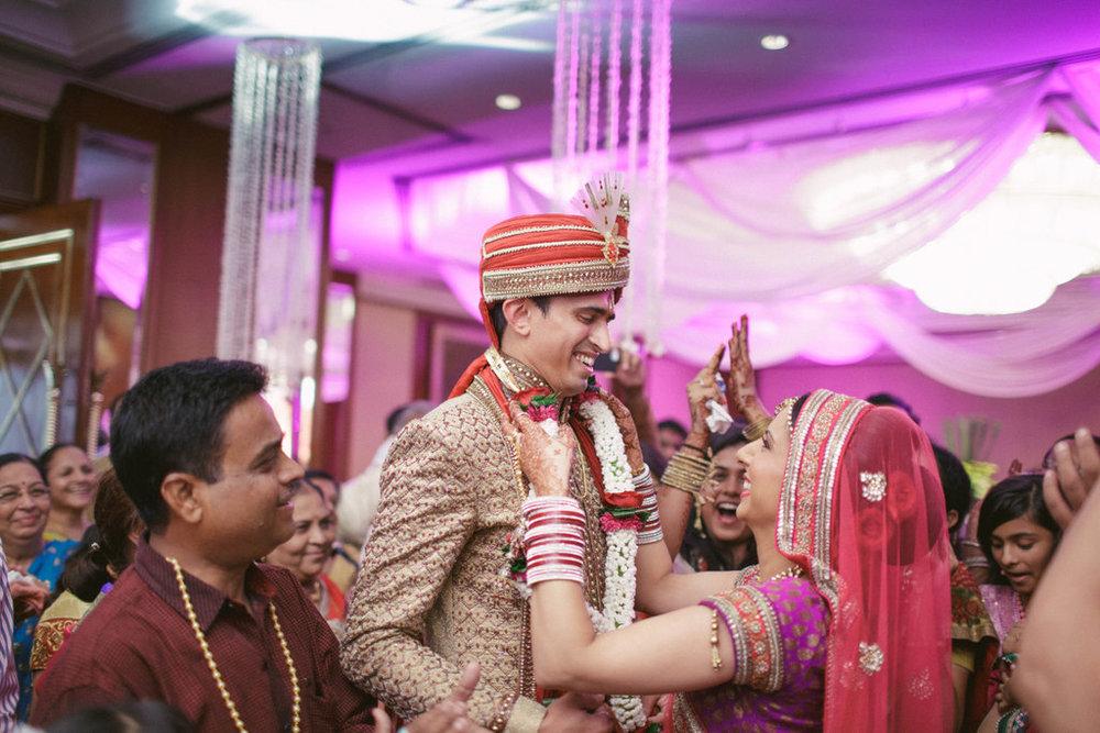 hindu-wedding-mumbai-into-candid-photography-dk-21.jpg