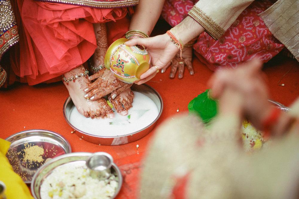 hindu-wedding-mumbai-into-candid-photography-dk-30.jpg