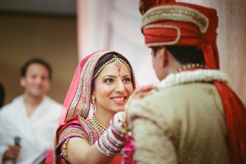 hindu-wedding-mumbai-into-candid-photography-dk-29.jpg