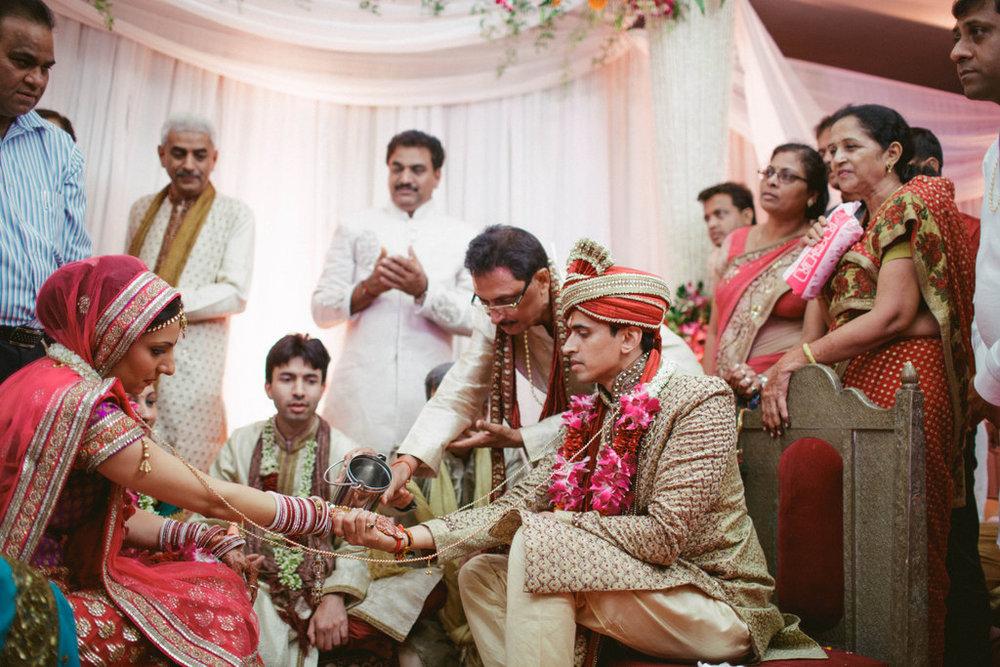 hindu-wedding-mumbai-into-candid-photography-dk-32.jpg
