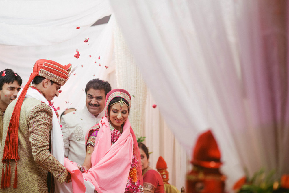 hindu-wedding-mumbai-into-candid-photography-dk-37.jpg