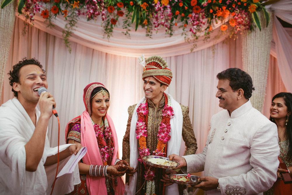 hindu-wedding-mumbai-into-candid-photography-dk-39.jpg