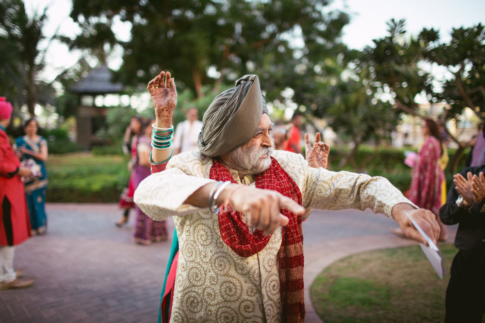 destination-dubai-hindu-wedding-into-candid-photography-pd-0025.jpg