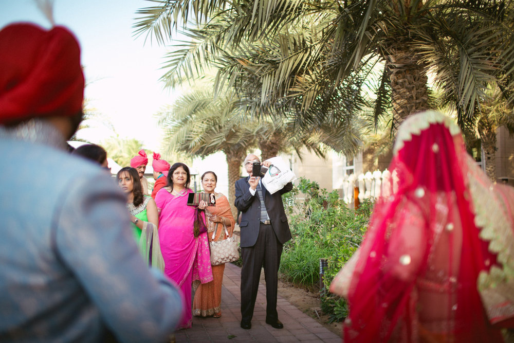 destination-dubai-hindu-wedding-into-candid-photography-pd-00222.jpg