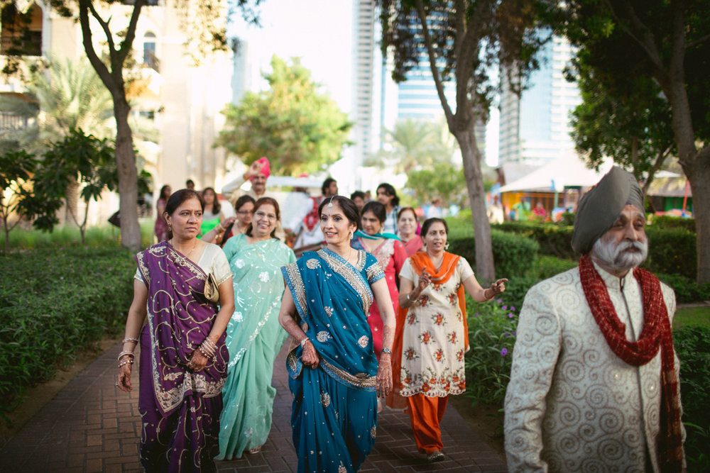 destination-dubai-hindu-wedding-into-candid-photography-pd-00261.jpg