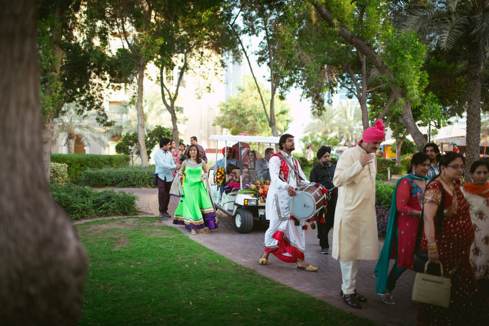 destination-dubai-hindu-wedding-into-candid-photography-pd-00271.jpg