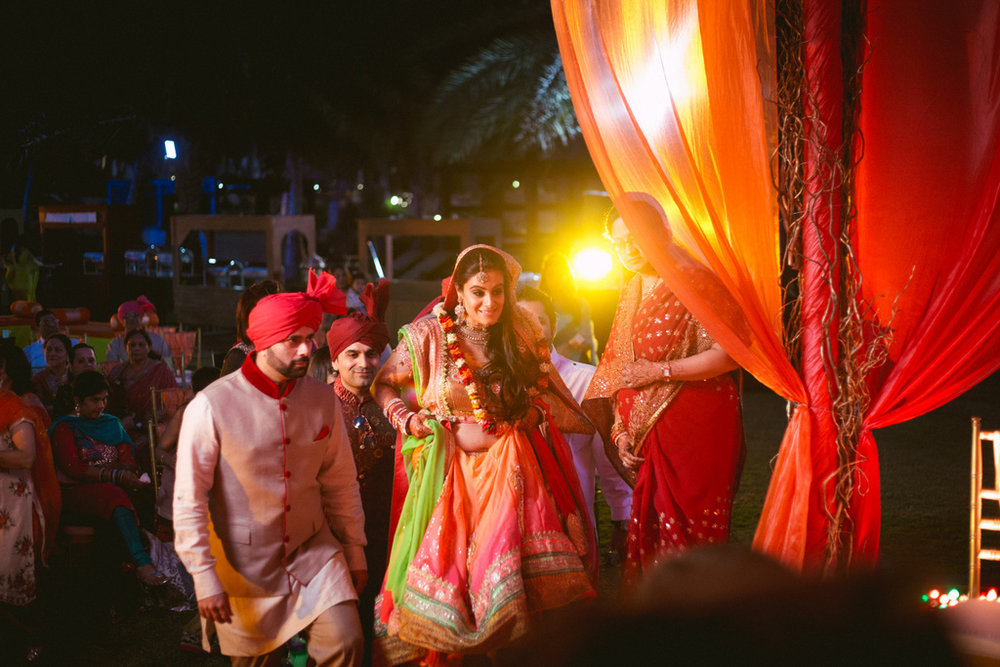destination-dubai-hindu-wedding-into-candid-photography-pd-00431.jpg