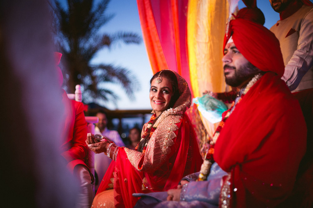 destination-dubai-hindu-wedding-into-candid-photography-pd-00481.jpg
