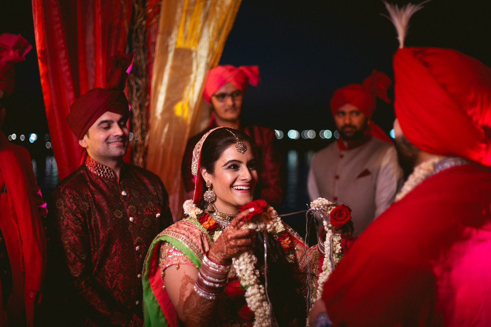 destination-dubai-hindu-wedding-into-candid-photography-pd-00531.jpg