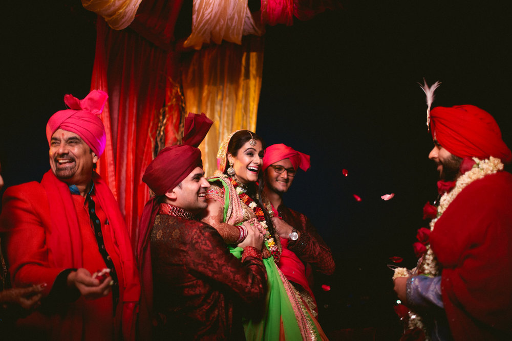 destination-dubai-hindu-wedding-into-candid-photography-pd-00541.jpg