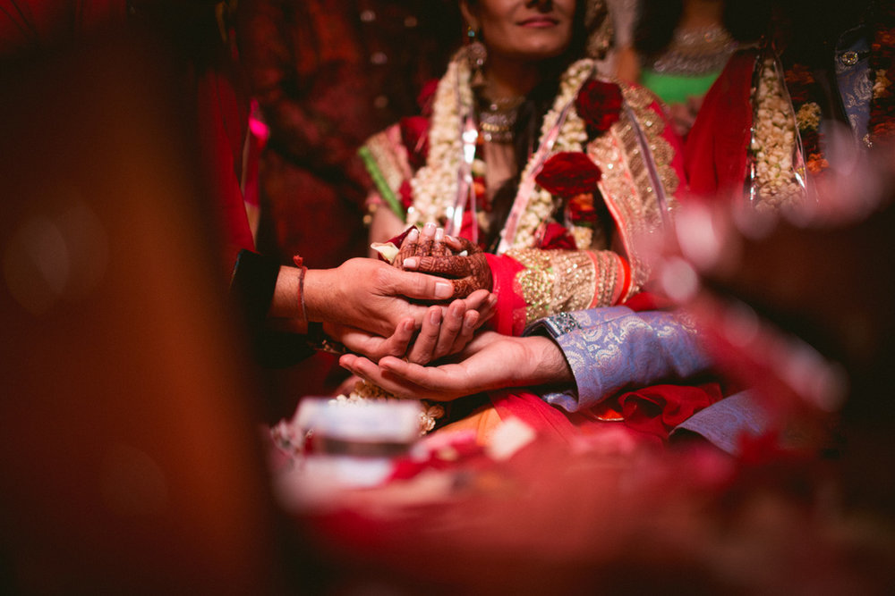 destination-dubai-hindu-wedding-into-candid-photography-pd-00551.jpg