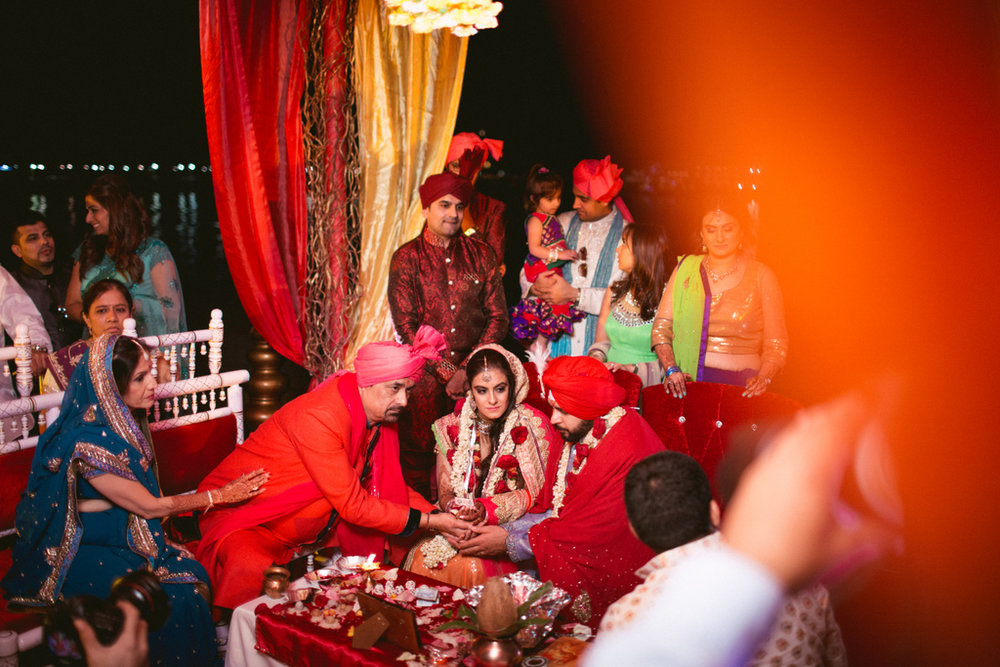 destination-dubai-hindu-wedding-into-candid-photography-pd-00561.jpg