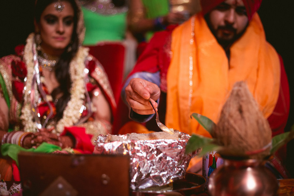 destination-dubai-hindu-wedding-into-candid-photography-pd-00601.jpg