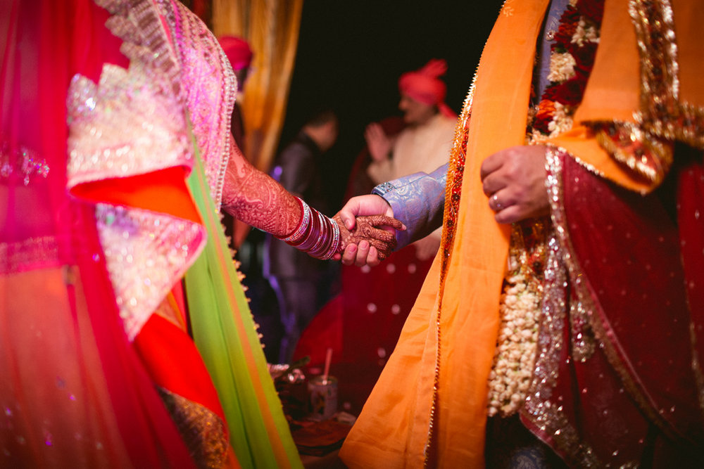 destination-dubai-hindu-wedding-into-candid-photography-pd-00621.jpg