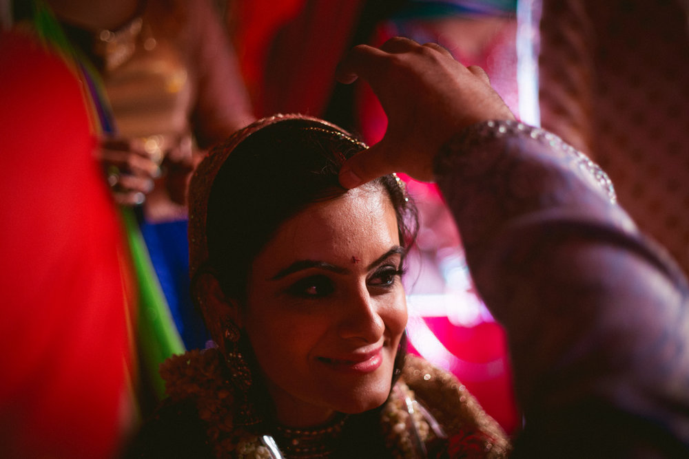 destination-dubai-hindu-wedding-into-candid-photography-pd-00661.jpg