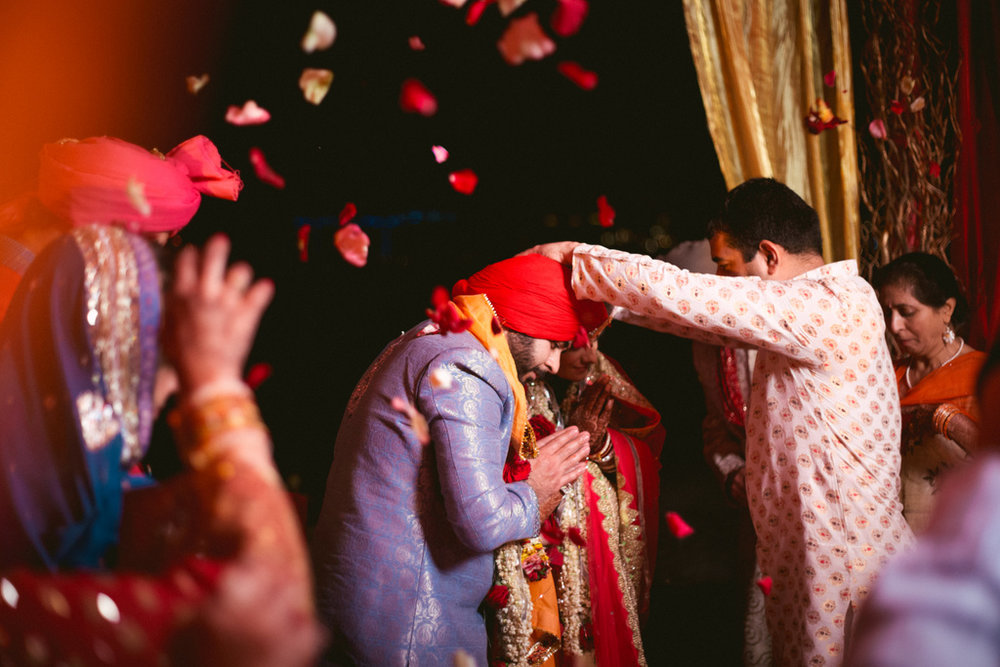destination-dubai-hindu-wedding-into-candid-photography-pd-00671.jpg