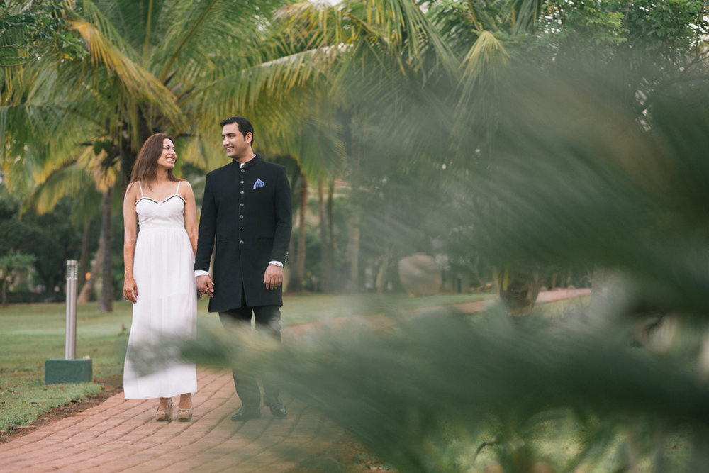 goa-beach-pre-wedding-couple-session-into-candid-photography-mk-01.jpg