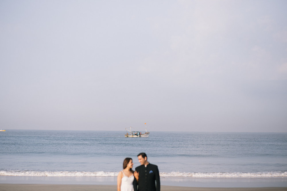 goa-beach-pre-wedding-couple-session-into-candid-photography-mk-20.jpg