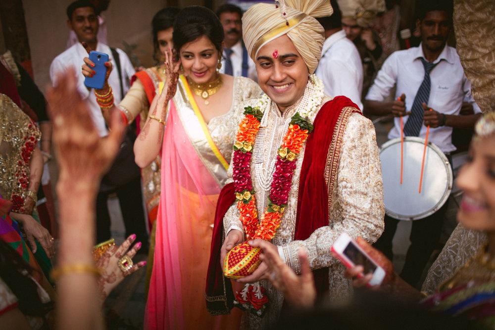 into-candid-photography-hindu-wedding-mumbai-ks-12.jpg