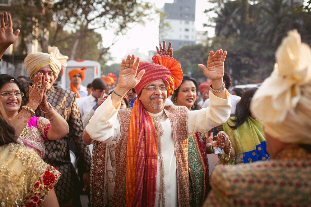 into-candid-photography-hindu-wedding-mumbai-ks-16.jpg